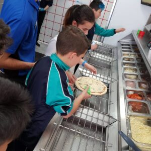 VISITA AL DOMINOS PIZZA